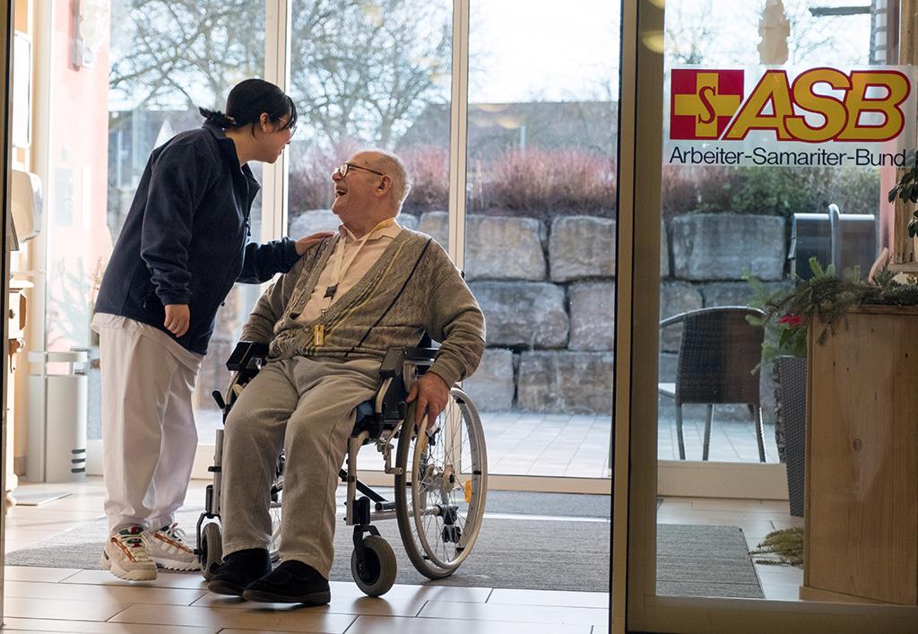 Azubis im Seniorenheim